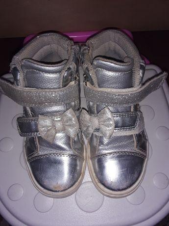 Ботиночки-Кроссовки на девочку .  Кеды