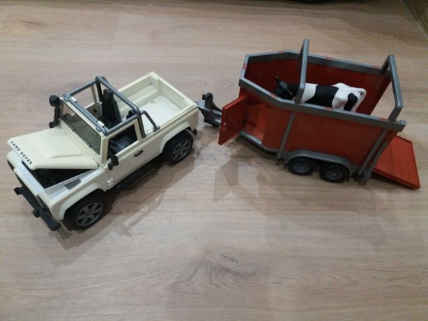 Bruder jeep Land Rover z przyczepą i krową