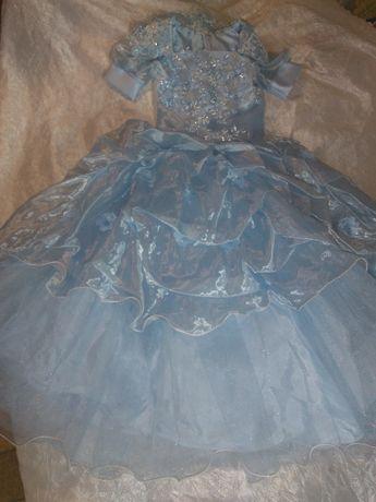 Платье праздничное, красивое