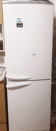 Холодильник двухкамерный Атлант продам, торг
