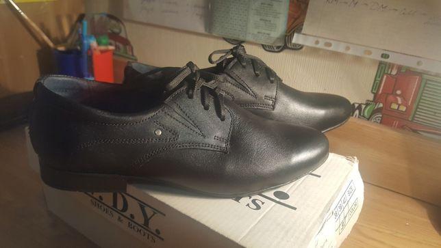 Туфли новые класические на мальчика р.35