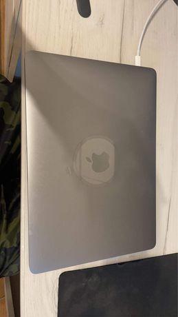 MacBook Pro 2020 13 cali podstawowa konfiguracja