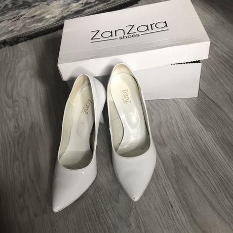 Лодочки білі туфли на каблуку