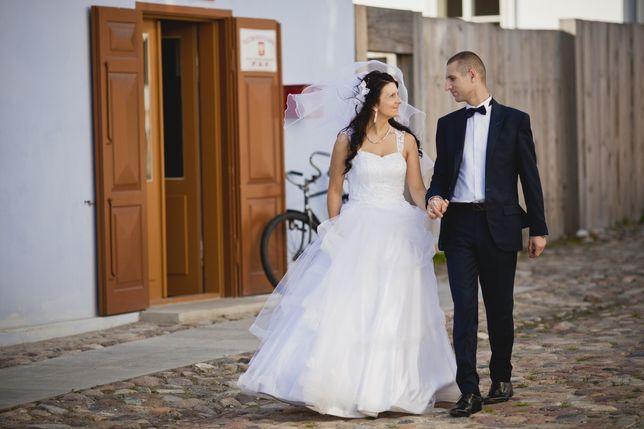 Suknia ślubna z baskinką + welon