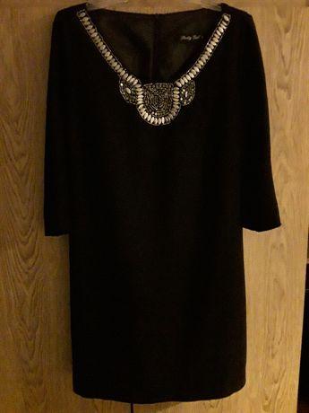 Czarna tunika ze złotawym haftem przy dekolcie, rękaw 3/4,   42 -XL