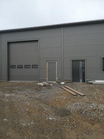 Brama przemysłowa 3,5 x 3 segmentowa garażowa z okienkami