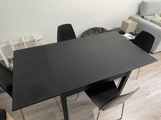 Mesa extensível BJURSTA (IKEA)+4 Cadeiras Vilmar (IKEA) Preto/castanho