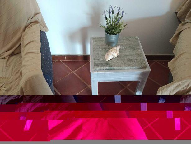 Mesas de apoio com tampo de mármore sala