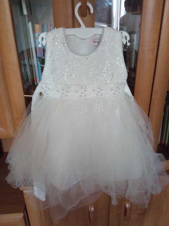 Biała tiulowa sukienka dla dziewczynki r. 80/86
