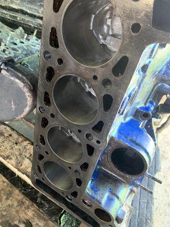 Блок двигателя ваз 2103 после проточки с новыми поршнями