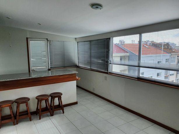 Arrenda-se Apartamento T1 Renovado (Faria Guimarães - Porto)