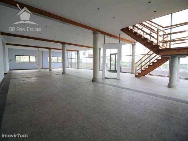 Armazém com área coberta de 1.561 m2 na Agualva Praia da ...