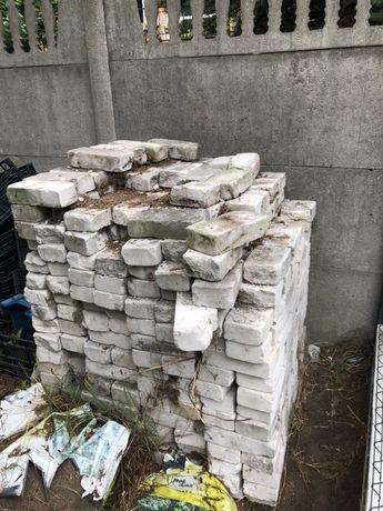 Oddam gruz - białe cegły , całe oraz połówki