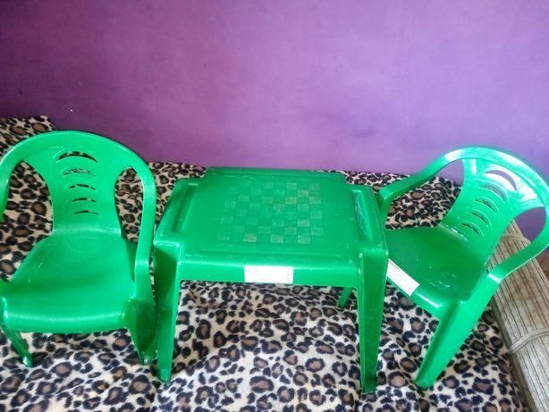 Stolik z krzesełkami zielony