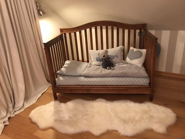 Łóżeczko niemowlęce.