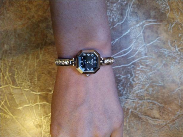 Продам женские наручные часы