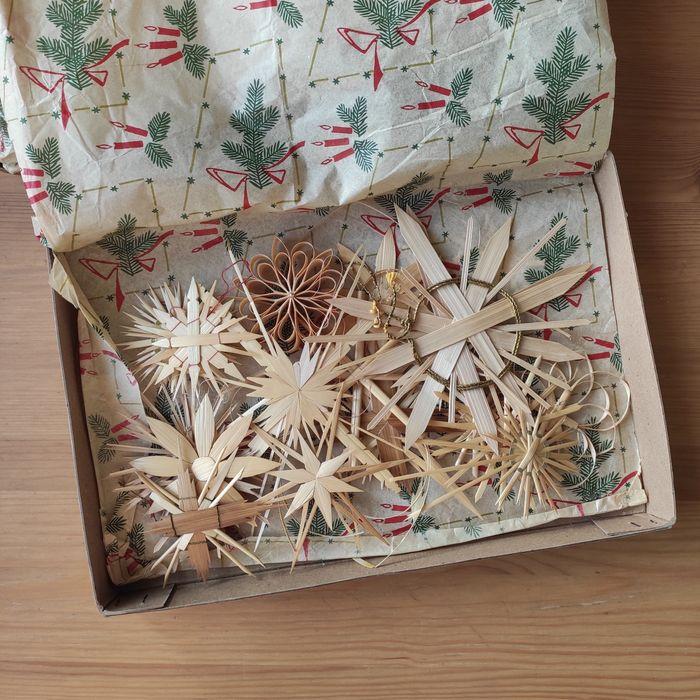 Słomkowe ozdoby świąteczne ze słomy retro w starym pudełku Kamienica - image 1