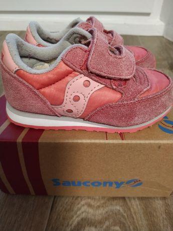 Кроссовки на девочку saucony