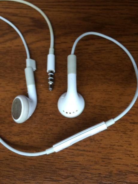 Kabelek ze słuchawkami i z przełącznikiem firmy Apple