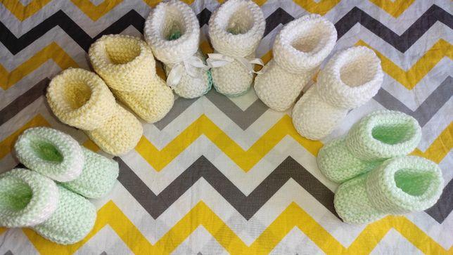 Шапка детская вязаная чепчик пинетки ручной работы на новорожденных