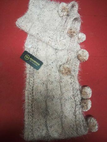 Gola lã com pompons