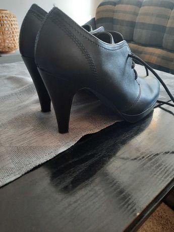 Sprzedam buty w bardzo dobrym stanie.