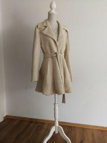 Elegancki płaszcz damski