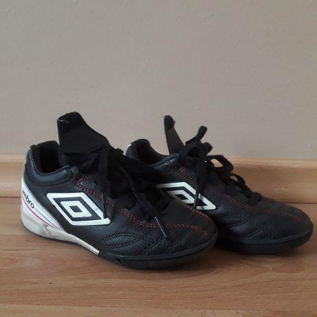 buty sportowe dla dziecka marki UMBRO w super stanie , rozmiar 28