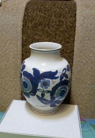 Фарфоровая ваза производства СССР