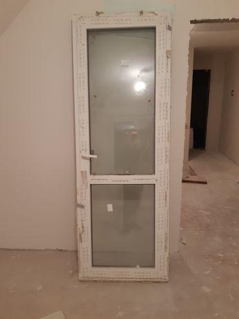 Двері балконні rehau
