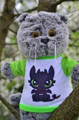 Мягкая игрушка Кот в футболке с драконом Беззубик, Ночная Фурия 35 см.