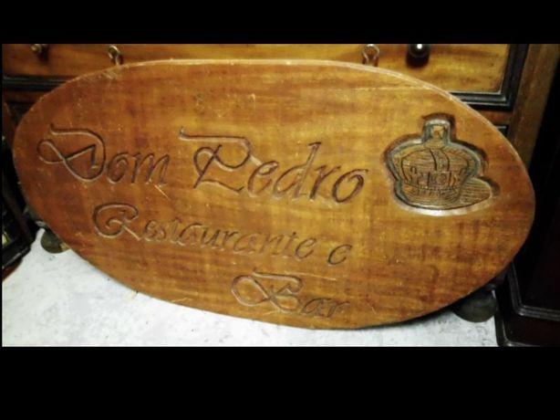"""grande placa/painel em madeira maciça """"Dom Pedro Restaurante Bar"""""""