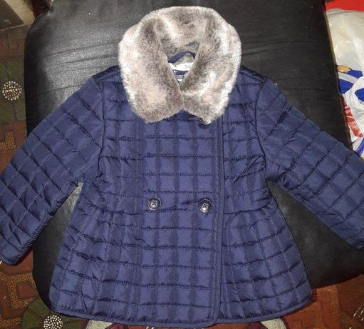 Продам модную демисезонную курточку для девочки