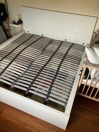 Estrutura de cama MALM + 4 gavetoes + 2 estrados