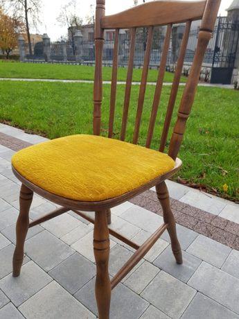 Krzesła drewniane z obiciami