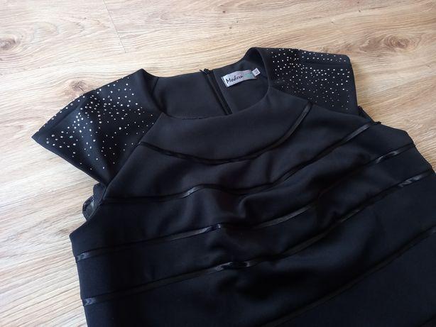 Czarną sukienka 52