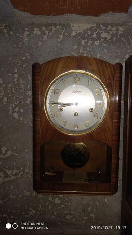 Relógio antigo de parede da Reguladora (carrilhão)