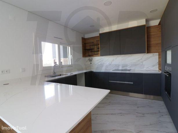 Moradia V4 em Samora Correia - 1200m2 de terreno - 320.000€