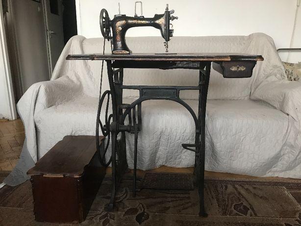 maszyna do szycia działająca - antyk
