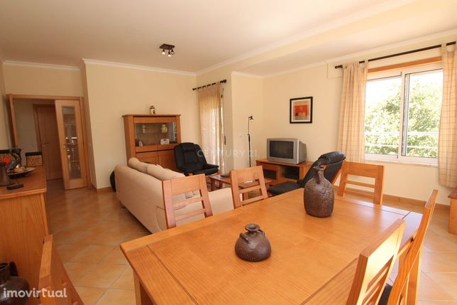 Apartamento semi-novo com excelentes áreas com três frentes com vistas