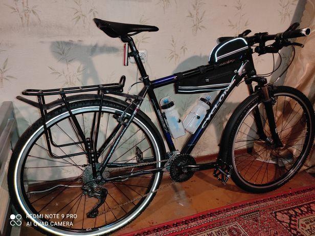 Продаю велосипед. Гибрид- туринг Cyclone Discovery Hibrid.