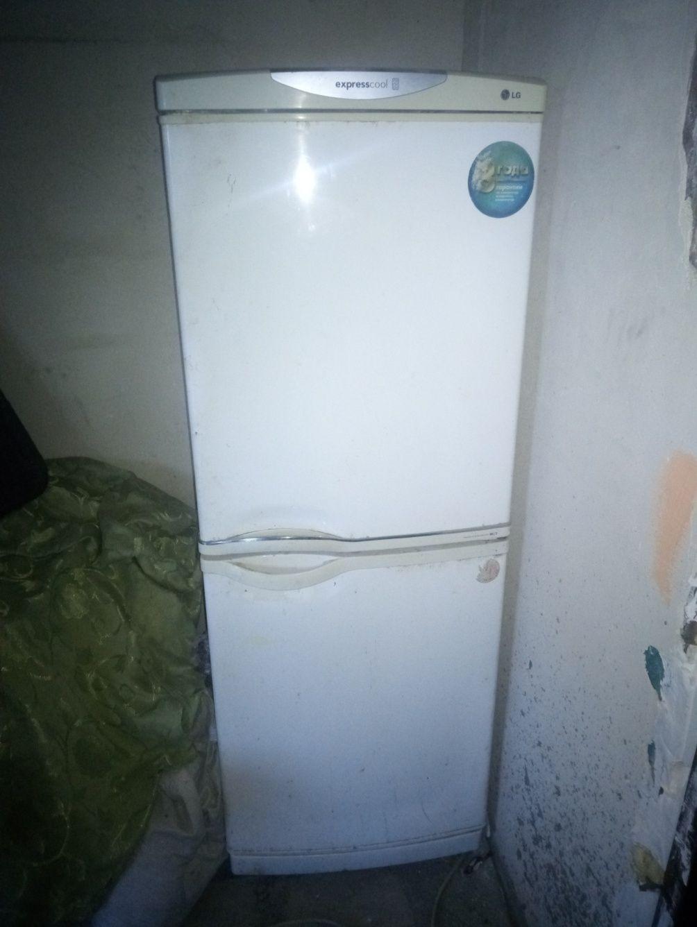 Холодильник LG .