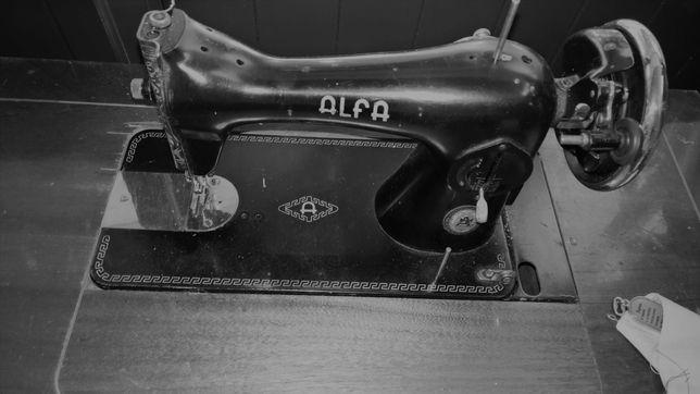 Máquina de Costura antiga Alfa