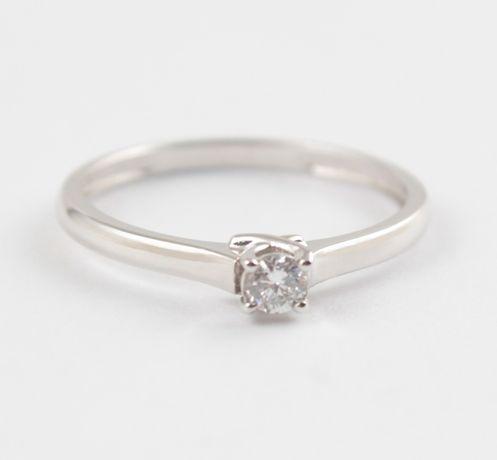 Распродажа! Золотое кольцо для предложения с бриллиантом