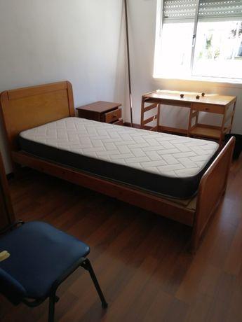Arrendamento de quartos para rapazes junto à Universidade