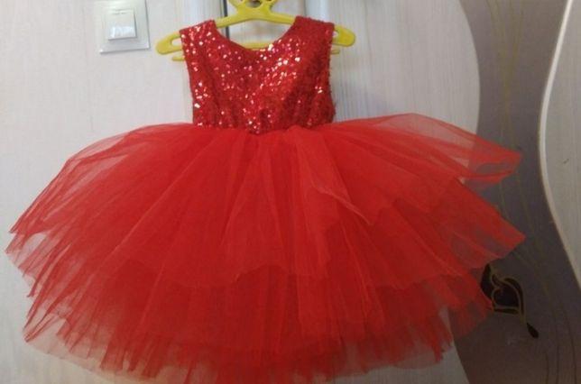 Платье с паетками плаття