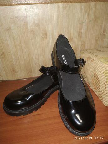 Жіночі туфлі DIVIDED від h&m
