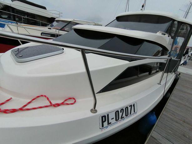 Do wynajęcia łódź motorowa bez uprawnień w Mikołajkach.