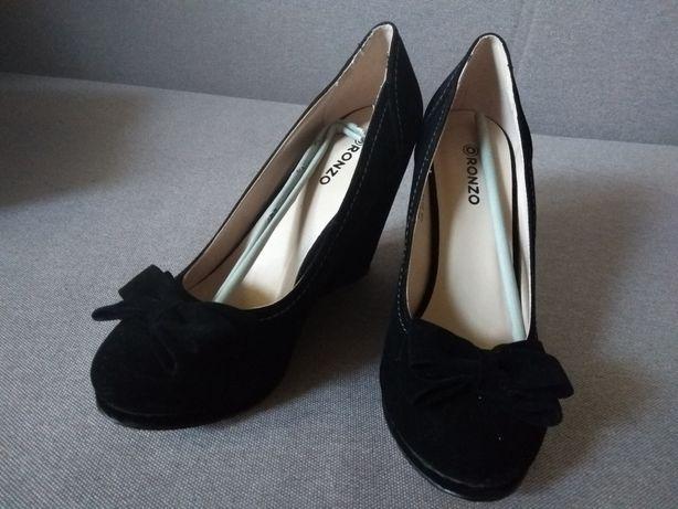 Продам новые туфли 39 размер