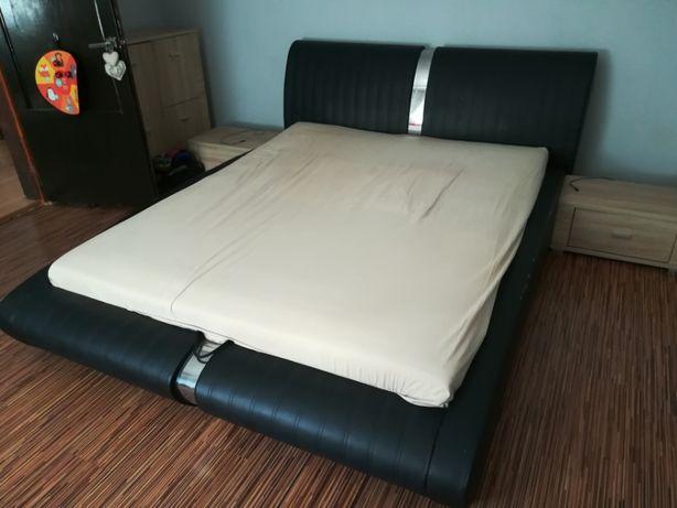 Łóżko ze stelażem i pojemnikiem